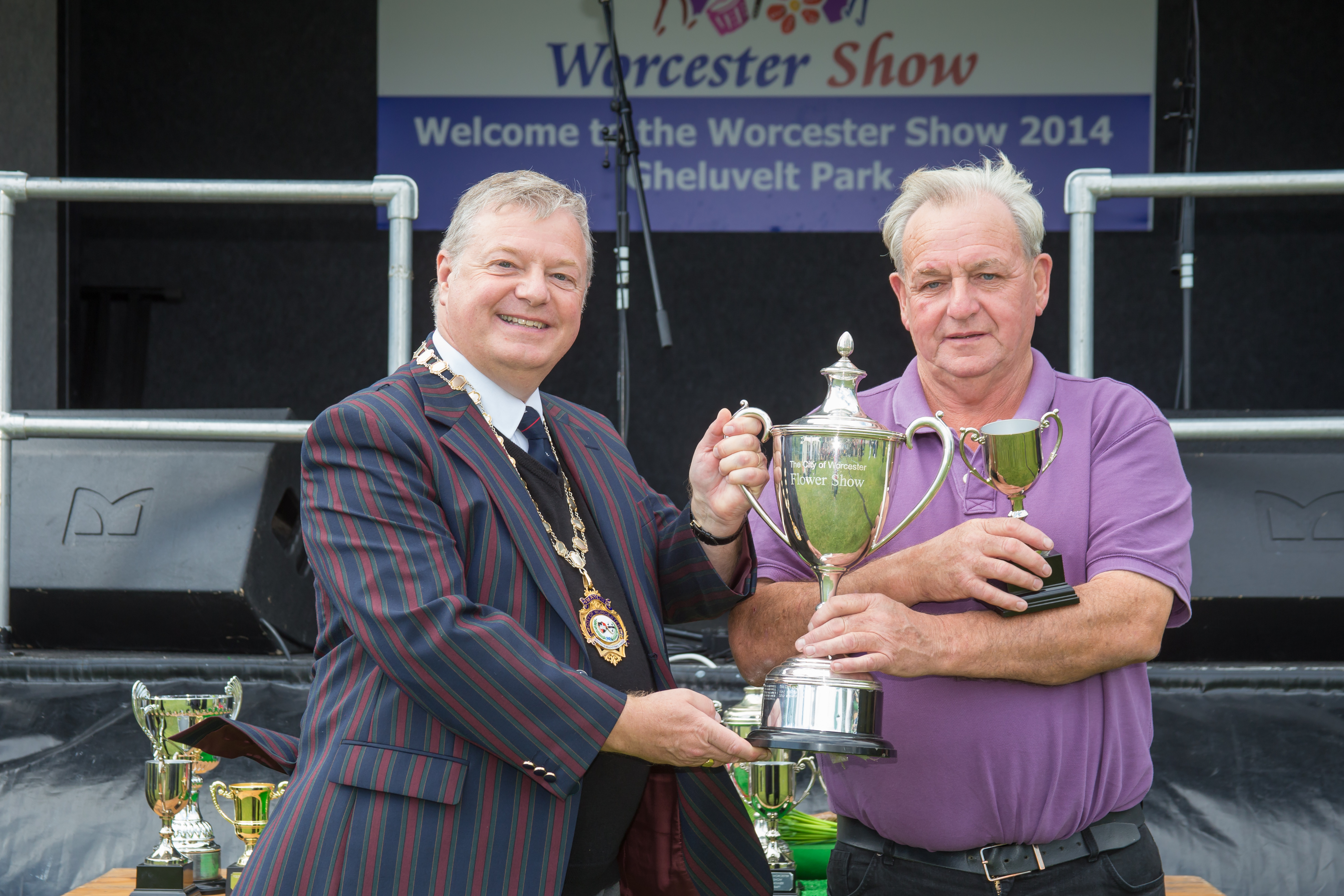 The Mayor presents the winner's trophy for vegetables and fruit to Brian Sampson